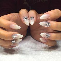 Fransk ombré #nails #negler #nailart #nailgasm #nailgram #nailporn #nailstagram #nailswag #pronails #pronails_hq #professionails #naildesigns #naildesigner #frenchombre #frenchombrenails #babyboom #babyboomernails #bling #blingnails