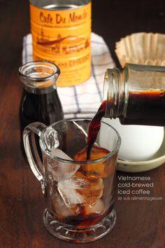 Vietnamese Cold-Brewed Iced Coffee - Sweeter than hot-brewed, dark, and woody!   Je suis alimentageuse   #vegan #coffee #Vietnamese