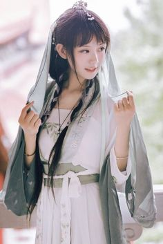Ophelia, as a nanny Hanfu, Cute Asian Girls, Beautiful Asian Girls, Cute Girls, Japanese Model, Japanese Girl, Traditional Fashion, Traditional Outfits, Traditional Chinese