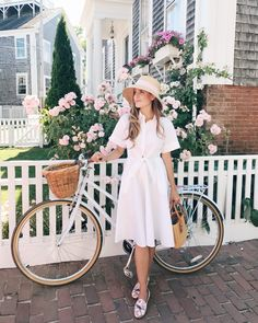 Julia Engel of Gal Meets Glam shares her daily look on Gal Meets Glam. Her ootd includes a DVF dress, Peter Beaton hat, and more. Modest Dresses, Modest Outfits, Modest Fashion, Cute Dresses, Girl Outfits, Fashion Outfits, Bike Fashion, Mode Chic, Gal Meets Glam