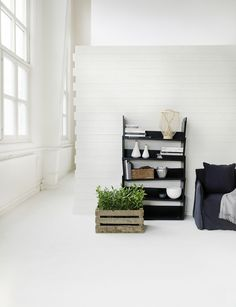 wooden crate, box, caja de madera. decoración , casa. plantas. flores.