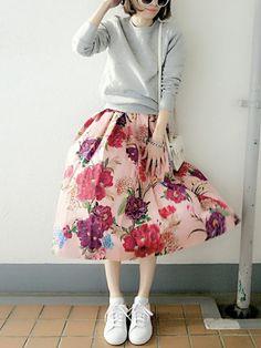 いつにも増してラブリーなスタイルが旬な予感のこの春のファッション。そんな甘めスタイルは花柄スカートで作れば一瞬なんです♡マストハブな花柄スカートとスタイルをご紹介します。