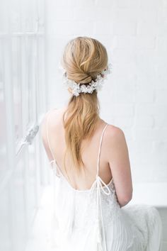 Unique and delicate back hair vine is a perfect piece for the unconventional bride. Filled with handcrafted textured lush flowers the flexible vine is designed to wear on a low ponytail hairstyle. While delicately attached closer to the ear side the vine hanging on the romantic and relaxed hair. – Available in pale ivory – …