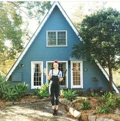 An A-frame house is simple, some what conservatory actually yet it's also intriguing and unforgettable. Also, you can customize it and come up with your own version for your dream house. A Frame Cabin, A Frame House, Shed Kits, Tiny House Cabin, Tiny Houses, Exterior Trim, Cabins And Cottages, Cabin Plans, Cozy Cottage