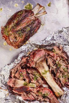 How to do it: the perfect pork shank - - America .- How to do it: the perfect pork shank – – American Skills, Italian Style - Pork Recipes With Sauce, Mexican Pork Recipes, Pulled Pork Recipes, Barbecue Recipes, Meat Recipes, Italian Recipes, Cooking Recipes, Healthy Recipes, Pork Shanks Recipe
