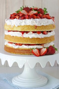 Wedding Cake Recipes The BEST Strawberry Shortcake Cake Recipe - This recipe just screams SUMMER! Perfect vanilla cake is layered with fresh whipped cream, fresh strawberries and a surprising ingredient that adds flavor and depth. Cupcakes, Cupcake Cakes, Biscotti, Dessert Crepes, Strawberry Shortcake Recipes, Strawberry Shortcake Birthday Cake, Strawberry Cake Pops, Strawberry Tea, Raspberry Smoothie