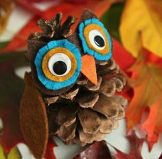 14 Kids Crafts to Make With Pine Cones (Tip Junkie) Kids Crafts, Pinecone Crafts Kids, Owl Crafts, Autumn Crafts, Fall Crafts For Kids, Nature Crafts, Thanksgiving Crafts, Preschool Crafts, Crafts To Make