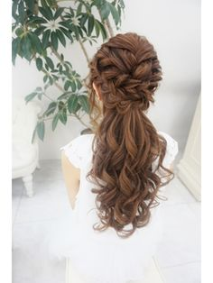 We braid hair since the dawn of time, so we found traces of braided hairstyles dating back to Prehistory! Bridesmaid Hair, Prom Hair, Bride Hairstyles, Pretty Hairstyles, Bridal Hairdo, Hair Arrange, Box Braids Styling, Hair Setting, Hair Designs