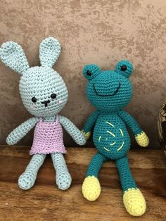 Amigurumis conejo y rana a crochet by Missaquitos Tweety, Fictional Characters, Art, Rabbits, Art Background, Kunst, Performing Arts, Fantasy Characters, Art Education Resources