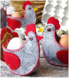 Easter Crafts To Sell Easter Projects, Easter Crafts, Hobbies And Crafts, Diy And Crafts, Chicken Crafts, Diy Ostern, Felt Birds, Felt Decorations, Felt Patterns