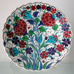 mine_18_cm_tabak_1010_24_b_iznik_kutahya_style_plates_colors_with_red_tulips_special_red_roses_on_the_wool_or_table.jpg (945×945)