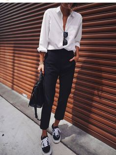 We gathered outstanding minimalist outfits to prove you that minimalist fashion is as exciting as detailed ensembles. Mode Outfits, Office Outfits, Fall Outfits, Casual Outfits, Fashion Outfits, Fashion Tips, Fashion Trends, Cold Weather Outfits Casual, Luxury Fashion