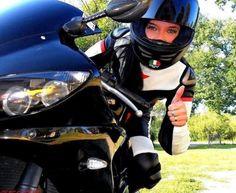 This Yamaha R1 riding