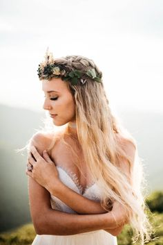 This mountaintop elopement shoot features stunning bridal style, an edgy groom style, and incredibly whimsical reception décor ideas! Bohemian Wedding Inspiration, Elopement Inspiration, Elope Wedding, Wedding Bride, Elopement Wedding, Gatsby, Boho Wedding Decorations, Magical Wedding, Bridal Hair And Makeup