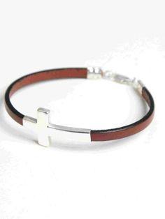 bc5539cc139e Cadena de cuero color marrón y cierre de plata. Pulseras Cuero Hombre.  Todas nuestras joyas se envían en cajitas listas para regalar.