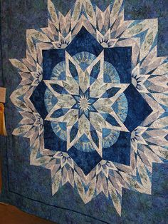 how to do crazy patchwork Amische Quilts, Patchwork Quilt, Blue Quilts, White Quilts, Crazy Patchwork, Crazy Quilting, Lone Star Quilt, Star Quilts, Quilt Blocks