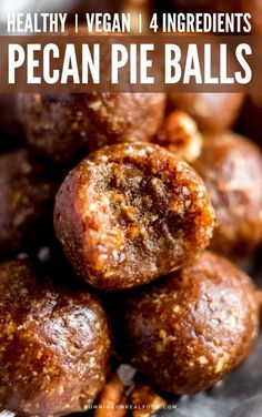 Make these pecan pie bites for a vegan holiday dessert! You only need 4 ingredients and they're no-bake, vegan and gluten-free. Make these pecan pie bites for a vegan holiday dessert! You only need 4 ingredients and they're no-bake, vegan and gluten-free. Healthy Vegan Snacks, Protein Snacks, Healthy Sweets, Dessert Healthy, Vegan Snacks On The Go, Healthy Menu, Raw Food Recipes, Snack Recipes, Healthy Recipes