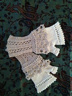 Lacy fingerless gloves!