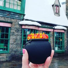 """19 Wizarding World of Harry Potter Snacks That Will Have You Saying, """"Hunger Managed"""" Harry Potter Theme Park, Harry Potter Snacks, Harry Potter World, Universal Orlando Florida, Orlando Studios, Universal Studios Halloween, World Movies, Pretty Hands, Harry Potter Universal"""