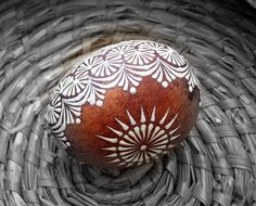 Osobní stránky - Fotoalbum - KRASLICE - jak je dělám já - KRASLICE fotogalerie Egg Crafts, Easter Crafts, Diy And Crafts, Egg Shell Art, Easter Egg Pattern, Hand Painted Gourds, Easter Egg Designs, Lace Painting, Ukrainian Easter Eggs
