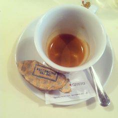 Me + @ottaviavianson and our Bocconcino DAI DAI  Hanno capito che siamo golose!!! #bomdia #buongiorno #bonjour #morning #sweet #delici...