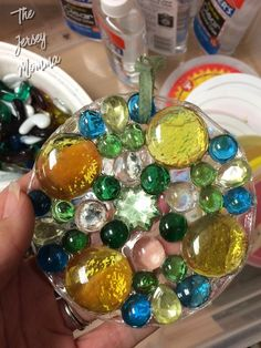 I'm always on the lookout for EASY craft projects to do, especially ones that can double as gifts. I came across these suncatchers in the ar. for teenagers Easy Handmade DIY Suncatchers Arts And Crafts For Teens, Art And Craft Videos, Easy Arts And Crafts, Crafts For Seniors, Summer Crafts For Kids, Easy Craft Projects, Arts And Crafts Projects, Hobbies And Crafts, Crafts To Make