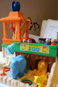 Anne's Odds and Ends: Fisher Price Friday - Play Family Zoo #916 1984-1987