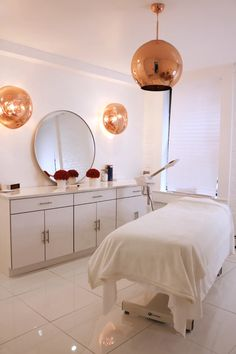 New York's Premier Luxury Spa for VIP Clientele – Vanessa Marc Spa Massage Room Decor, Spa Room Decor, Beauty Room Decor, Home Beauty Salon, Beauty Salon Decor, Beauty Salon Design, Beauty Salon Interior, Home Spa Room, Spa Rooms