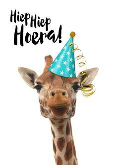 Verjaardagskaart grappige giraf met feesthoedje, verkrijgbaar bij #kaartje2go voor € 1,99