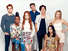 Lili Reinhart and some of the riverdale cast for comic con 2017 Cole Sprouse Shirtless, Cole Sprouse Hot, Cole Sprouse Funny, Lili Reinhart, Betty Cooper, Entertainment Weekly, The Cw, Riverdale Comics, Petsch