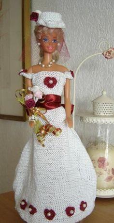 """c Modéle proposé pour un challenge ,robe d'un grand soir , par Pipiou du """"blog Dragon des iles """"allez faire un petit tour vous allez voir des modéles superbes et tous bien différents. Le blog de Pipiou est formidable !il vaut le détour !Pour les curieuses... Barbie Wedding Dress, Wedding Doll, Wedding Dresses, Doll Dresses, Tour, Marie, Challenge, Crochet Hats, Dragon"""