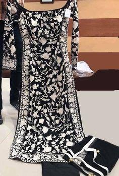 Punjabi Fashion, Asian Fashion, Girl Fashion, Fashion Dresses, Indian Suits, Punjabi Suits, Indian Wear, Sikh Quotes, Boutique Suits