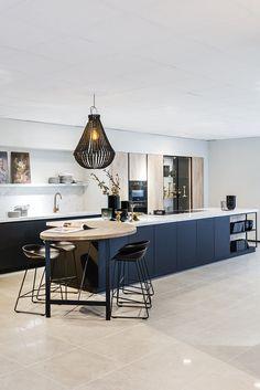 70 Wonderful Save Space With Modern Kitchen Ideas 14 - onlyhomely Kitchen Room Design, Kitchen Cabinet Design, Modern Kitchen Design, Home Decor Kitchen, Interior Design Kitchen, Kitchen Furniture, Home Kitchens, Kitchen Ideas, Space Kitchen