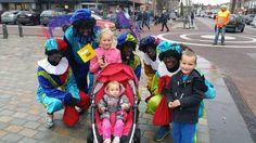 En dan tot slot een groepsfoto met een stel gezellige Zwarte Pieten!