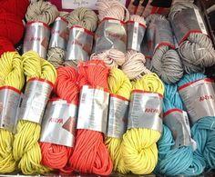 Anya de Schoeller & Stahl : un fil pour sacs et déco Attention, Yarns, Decor, Model, Scrappy Quilts, Sewing Lessons, Haberdashery, Knits, Sons