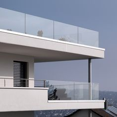 The Effective Pictures We Offer You About balcony apartment A quality picture can tell you many things. You can find the most beautiful pictures that can be presented to you about outdoor balcony in t Balcony Glass Design, Glass Balcony Railing, Balcony Railing Design, Iron Balcony, Balustrade Balcon, Glass Balustrade, Staircase Handrail, Patio Roof, Modern House Plans