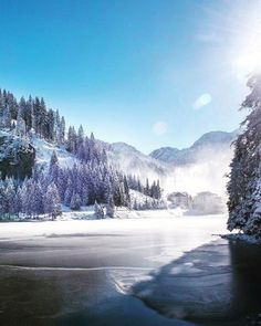 Happy Monday! The lake in Altenmarkt Zauchensee is almost completely covered with ice. Time to come to Salzburger Land and bring your ice skates. ❄️ This beautiful photo was taken by @altzau  #salzburgerland #altzau #pongau #visitaustria #winter #austrianalps #outdoors #lake #jawdropping