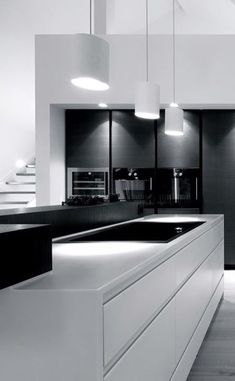 Black and white - modern kitchen design, which scores with contrasts. // Black and white - modernes Küchen-Design, welches durch Kontraste punktet. Interior Design Minimalist, Modern Kitchen Design, Interior Design Kitchen, Kitchen Designs, Interior Office, Luxury Interior, Modern Design, Modern Kitchen Lighting, Big Design