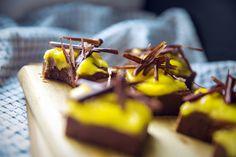 Nepečené čokoládové kocky s mangom