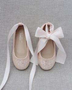 Blush Flower Girl Dresses, Flower Girl Shoes, Girls Dress Shoes, Flower Girls, Boy Shoes, Girls Ballet Flats, Princess Shoes, Evening Shoes, Glitter Shoes