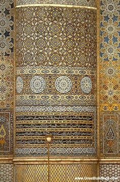 The Alhambra - Granada, Spain. Note from lecture (The Lost Kingdom of Al Andalus): It was noted that paint utilised was from Pakistan, which was valued more then gold at the time. Islamic Architecture, Art And Architecture, Architecture Details, Granada Andalucia, Granada Spain, Islamic World, Islamic Art, Madrid, Building Images