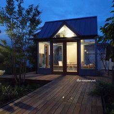 家とは違う、特別な部屋を庭に。ある日は趣味や読書に没頭。またある日は友人と庭を眺めてティーパーティー。そんな空間がお庭にあってもいいと思う。 ・ #ザシーズン #お庭 #庭 #ガーデン #ガーデンデザイン #緑のある暮らし #緑 #ガゼボ #家 #家づくり #新築 #リノベーション #部屋 #ザシーズンオフィス大阪 #草野祥子 #暮らしを楽しむ #暮らし #garden #green #gardendesign #photo #gazebo #myhome #mygarden #lovegarden #theseason #マイホーム #マイガーデン #小屋 #素敵