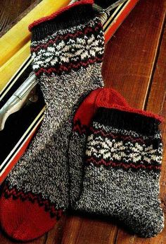 VK is the largest European social network with more than 100 million active users. Mitten Gloves, Mittens, Knitting Patterns, Crochet Patterns, Russian Winter, Funky Socks, Knitting Socks, Knit Socks, Rubrics
