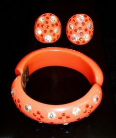 1284-Vintage-Demi-Signed-Weiss-Coral-Celluloid-Plastic-Clamper-Bracelet-Earrings