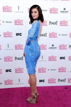 Mary Katherine Winstead booty in a blue dress on the red carpet