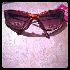 Sunglasses Tortoise colored frames. Gold tone accents Foster grant Accessories Sunglasses