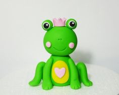 Fondant Frog Cake Topper - cute princess frog topper for birthday / baby shower Frog Cakes, Cupcake Cakes, Sugar Animal, Frog Baby Showers, Cold Porcelain Tutorial, Biscuit, Baby Cinderella, Cupcake Tutorial, Fondant Animals