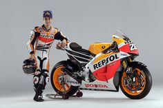 Reigning Moto GP World Champion Marc Marquez and his 2013 Honda RC Marc Marquez, Bike News, Motorcycle News, Motorcycle Leather, Motogp, Honda 2014, Motorbike Leathers, Sports Wallpapers, Valentino Rossi