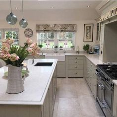 Find out more on open kitchen ideas Open Plan Kitchen Living Room, Kitchen On A Budget, Open Kitchen, Country Kitchen, Kitchen Lighting Design, Shaker Kitchen, Layout Design, Kitchen Flooring, Kitchen Blinds