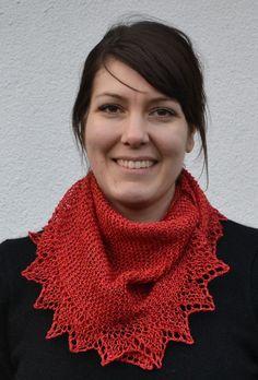 Nästa sjal som Gunilla i Mörbylånga stickade var i lingarn Linea. 2 härvor och stickor nr 4.   Glada hälsningar Ann